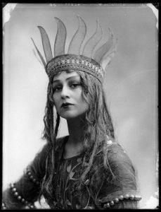 Bassano, Christine Silver (Mrs Roland Sturgis) en Titania, reine des Fées - 1913