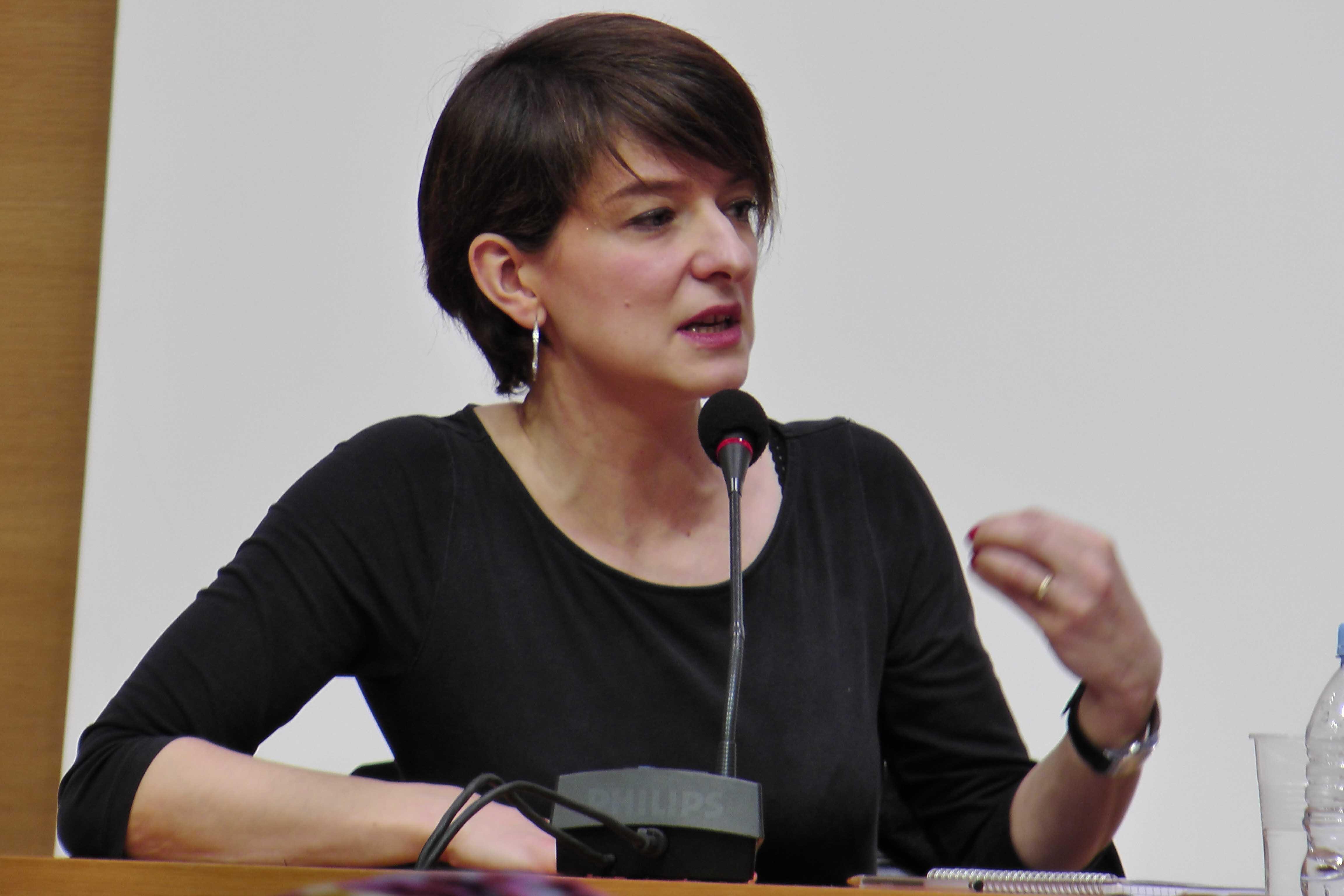 éverine Kodjo-Grandvaux au Collège de France, source : vagabondssanstreves.com
