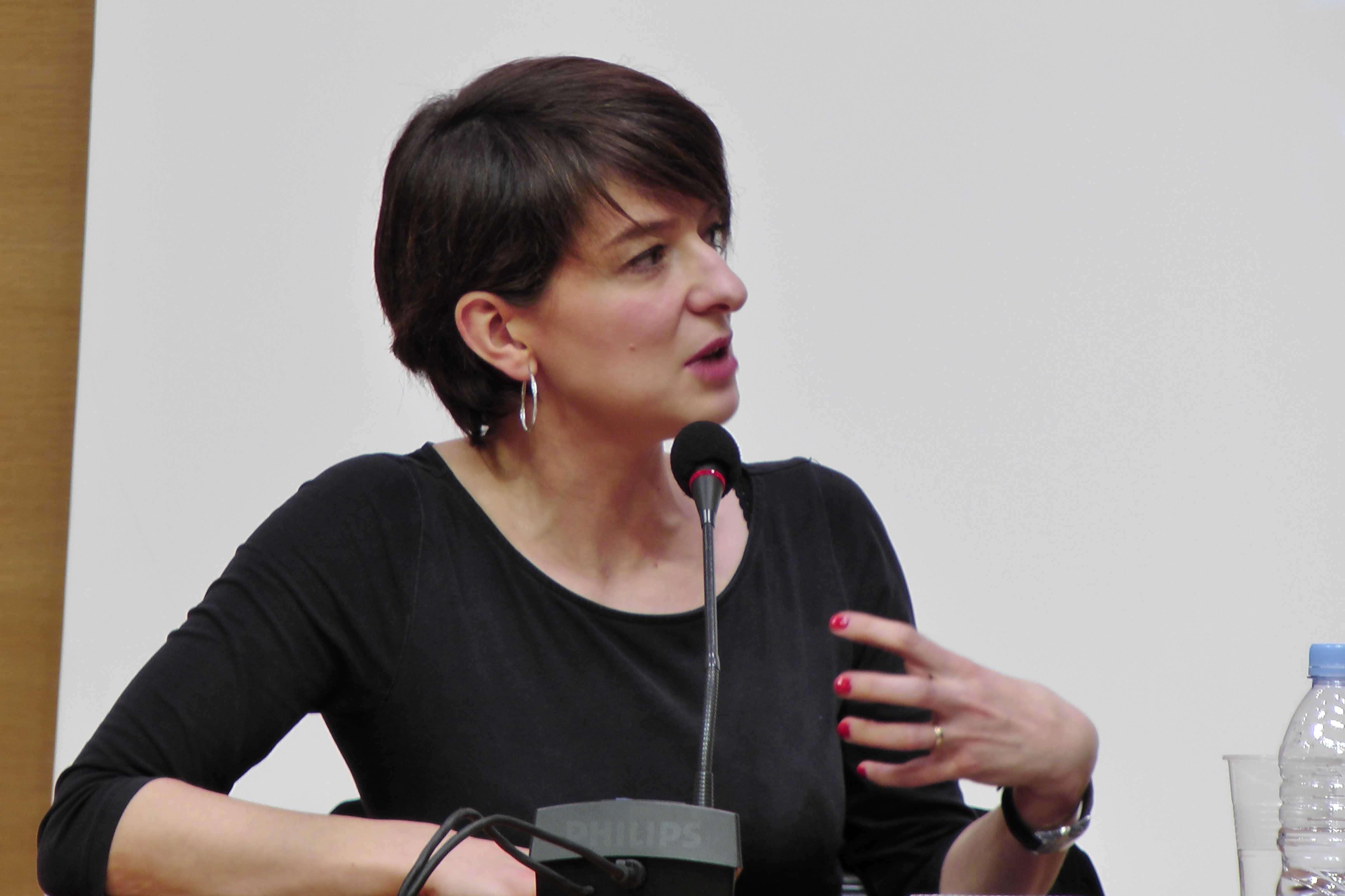 Séverine Kodjo-Grandvaux au Collège de France, source : vagabondssanstreves.com