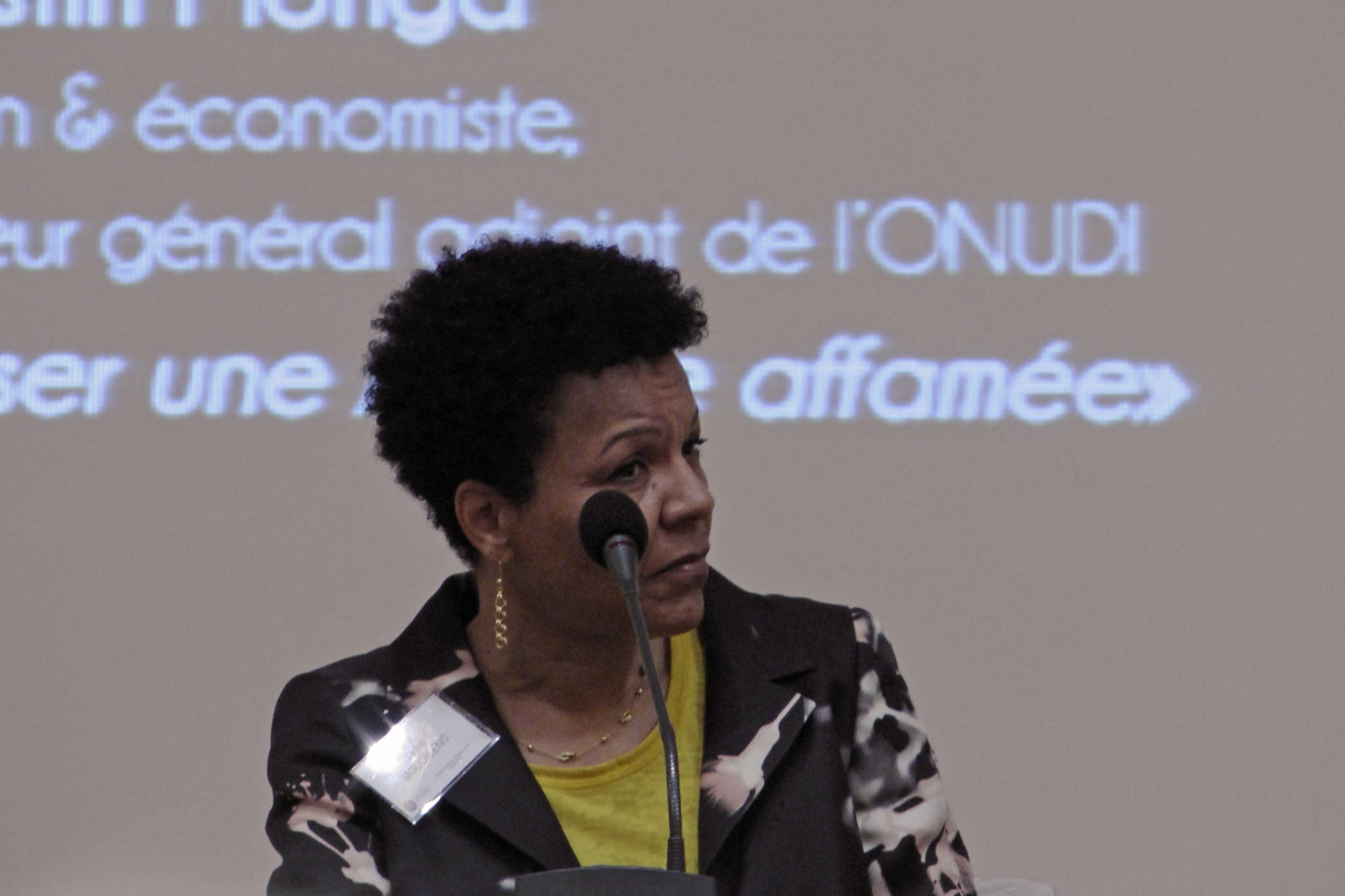 Lydie Moudileno, professeur de littérature française et de littérature comparée à l'Université de Pennsylvanie, vagabondssanstreves.com
