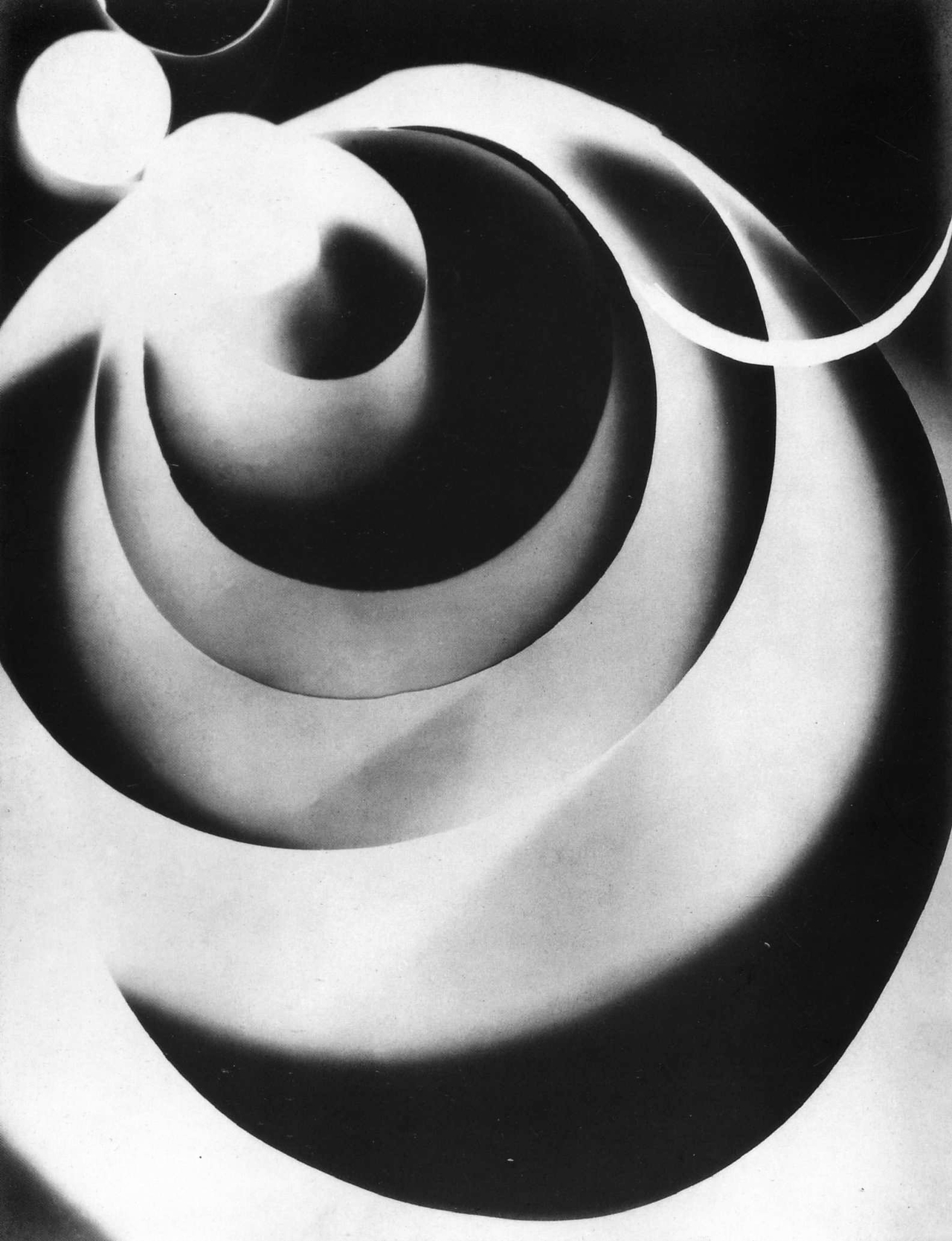 Man Ray, Rayography Champs délicieux n° 8, 1922, pinterest.com